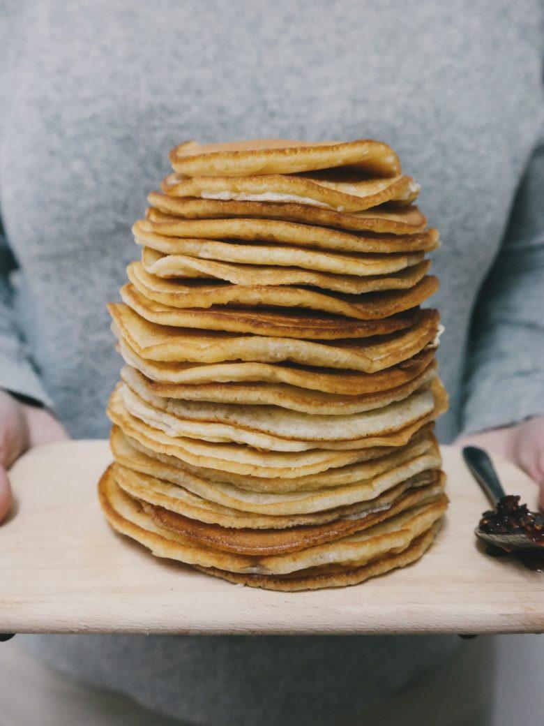 Montón de tortitas para desayunar